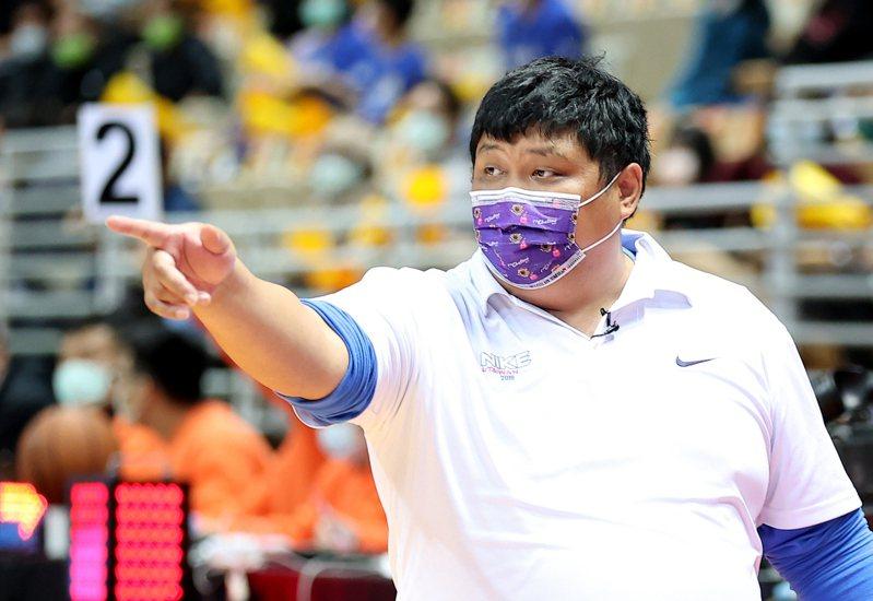 光復收下八強賽6連勝,教練陳定杰表示球隊正在努力從B咖變A咖。記者余承翰/攝影