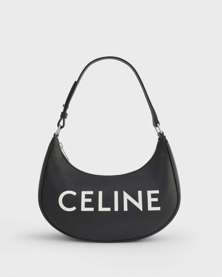 CELINE Ava Bag黑底白Logo小牛皮半月包,55,000元。圖/CE...