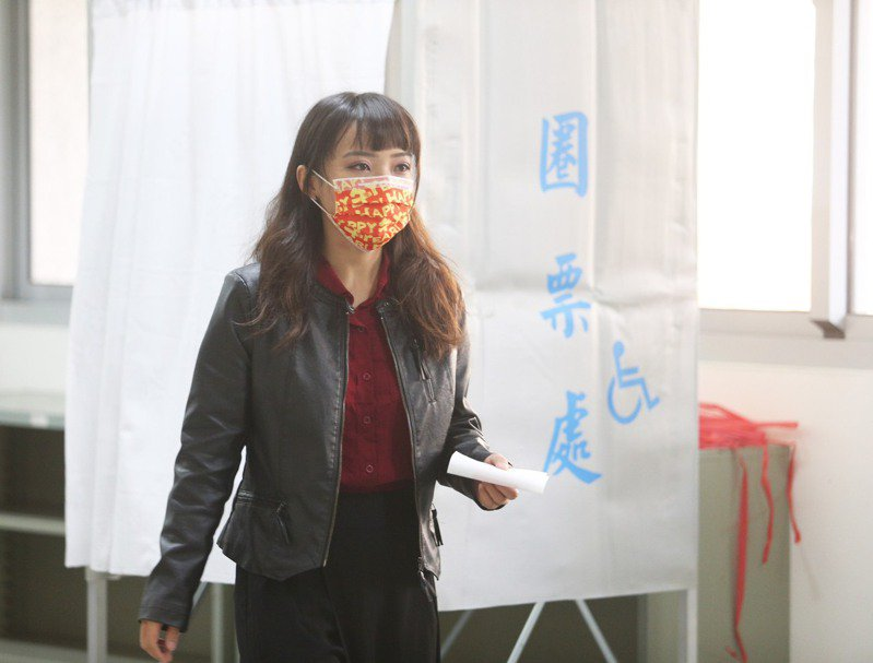 高雄市議員黃捷今天上午投票。記者劉學聖/攝影