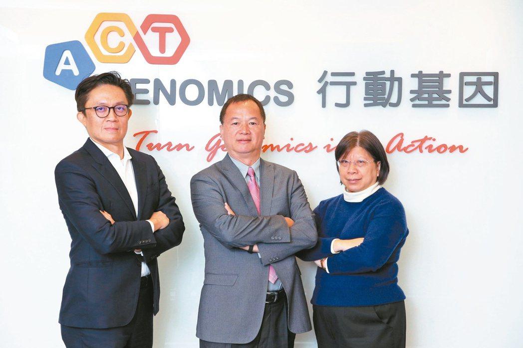 行動基因營運長薛博仁(左起)、執行長陳華鍵、技術長陳淑貞 記者胡經周/攝影