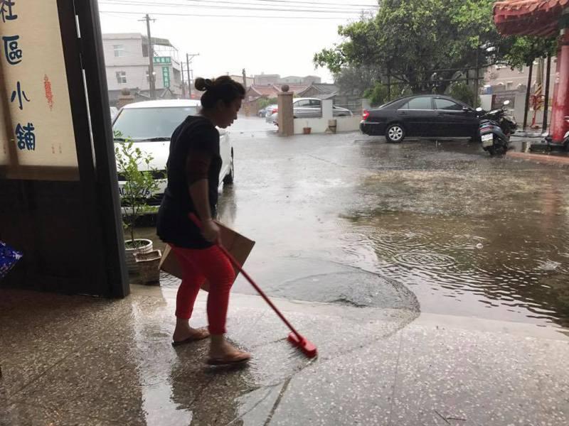 2018年8月23日強降雨轟炸南台灣,嘉義縣東石鄉掌潭村大淹水。圖/林文達提供