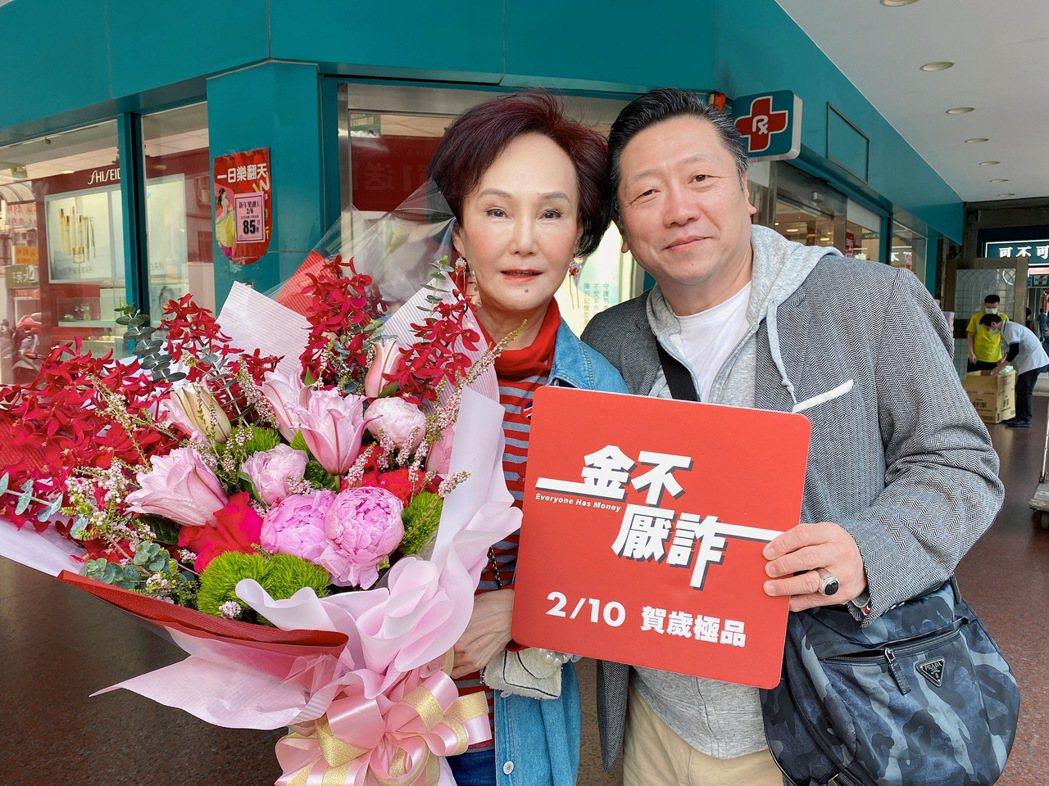 胡錦(左)與「金不厭詐」導演王重正相談甚歡。圖/北投映像電影公司提供