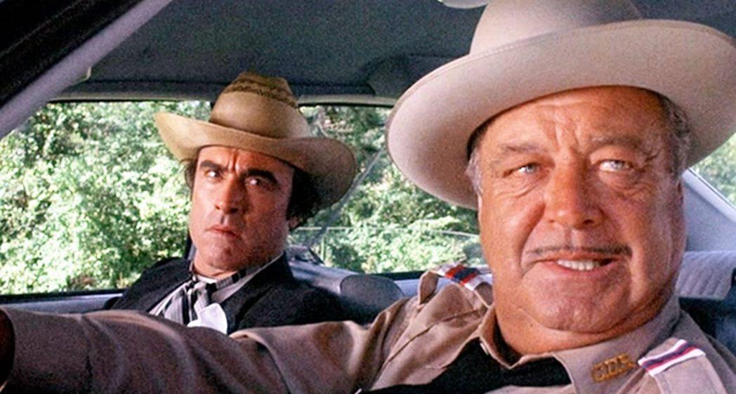 麥克亨利(左)以「追追追」中的耍笨角色再創演員事業高峰。圖/摘自imdb