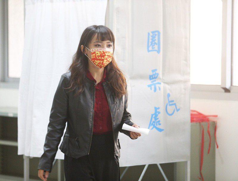 高雄市議員挺過罷免危機,保住議員職務。記者劉學聖/攝影