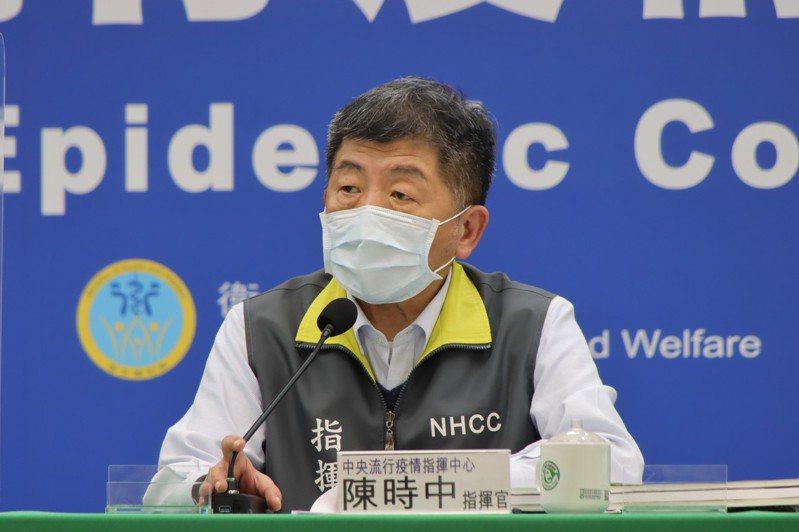 疫情指揮中心指揮官陳時中表示,對於兩個進入二期的疫苗都報以很大期待,「上禮拜才找他們來開過會」,政府抱持厚植產業實力的立場,畢竟疫苗若「操之在人」,是對國家不利。圖/指揮中心提供