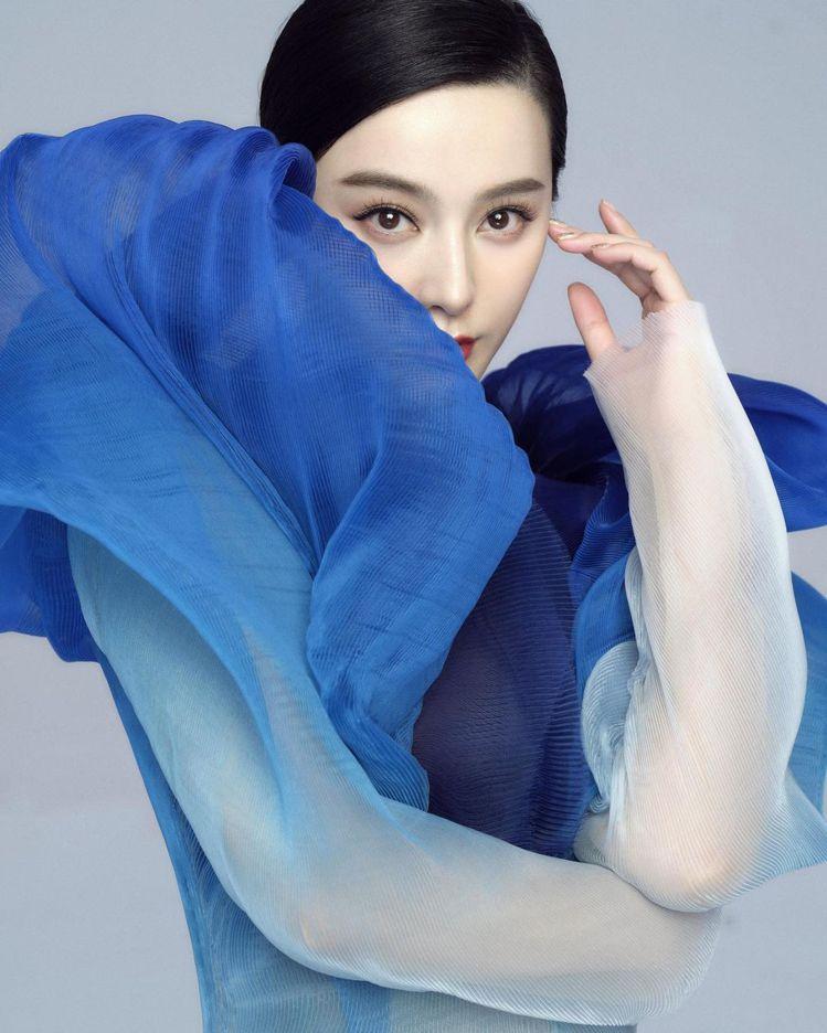 范冰冰成為穿上Iris Van Herpen最新款高級訂製服的名人。圖/摘自范冰...