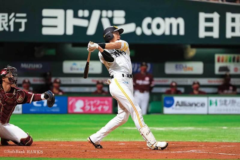 柳田悠岐本季特別會打白天的比賽,不僅打擊率高達4成,還轟出3發全壘打。 擷圖自軟體銀行鷹官方推特