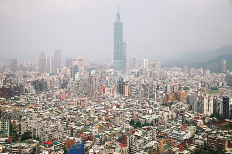 去年六都建物買賣移轉單位面積中,台北市居住空間最小、平均每棟為80.6平方公尺、約24.4坪,年減5.4%。圖/聯合報系資料照