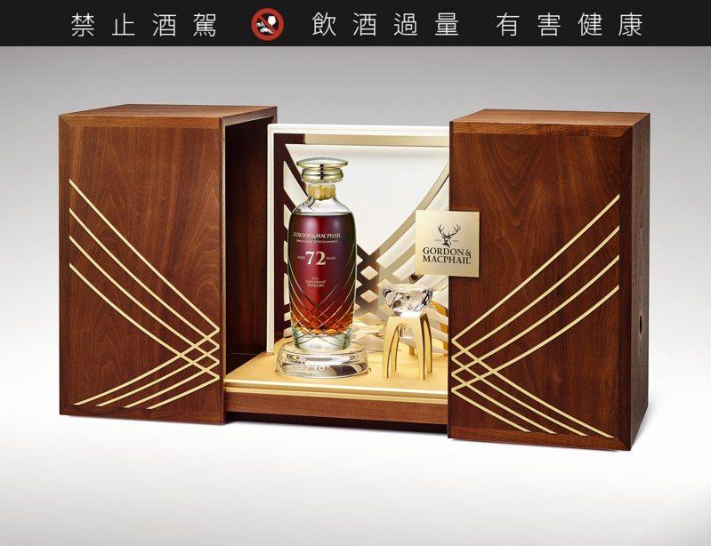 格蘭冠—1948—72年水晶瓶,成交價42萬1,600港元。圖/邦瀚斯提供