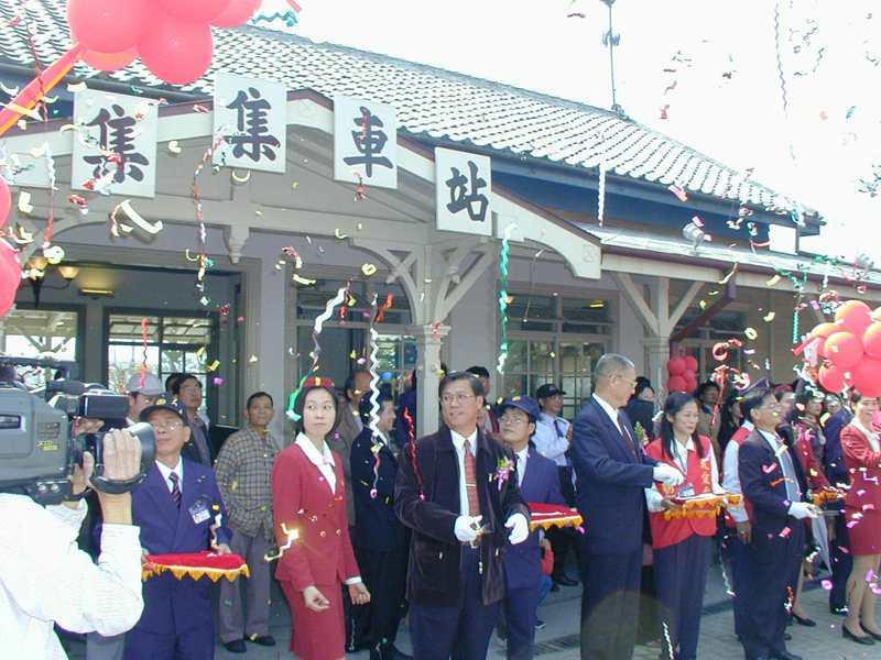 2002年02月07日,集集火車站落成啟用剪綵儀式在熱鬧中展開。圖/聯合報系資料照片
