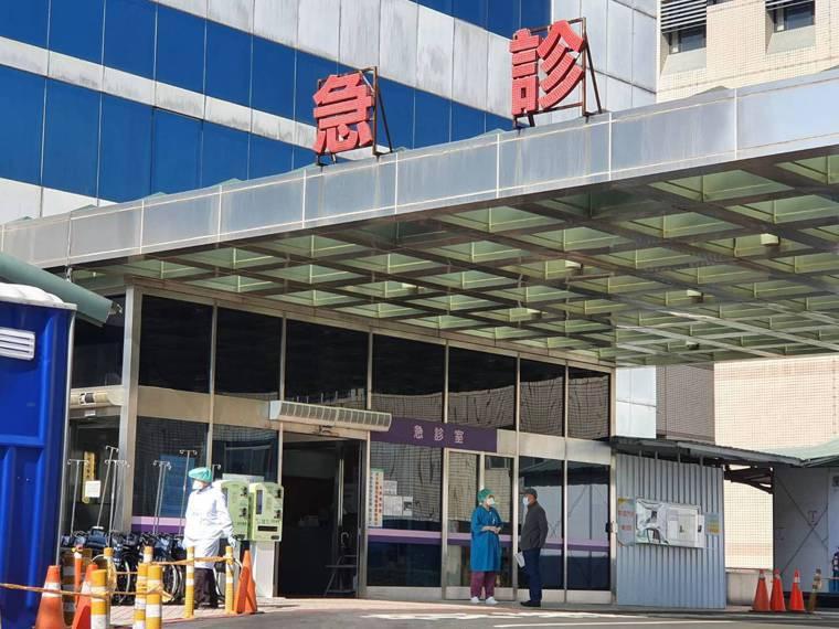 衛生福利部桃園醫院爆發群聚感染,指揮中心於1月18日決議讓前進指揮所進駐部桃,前...