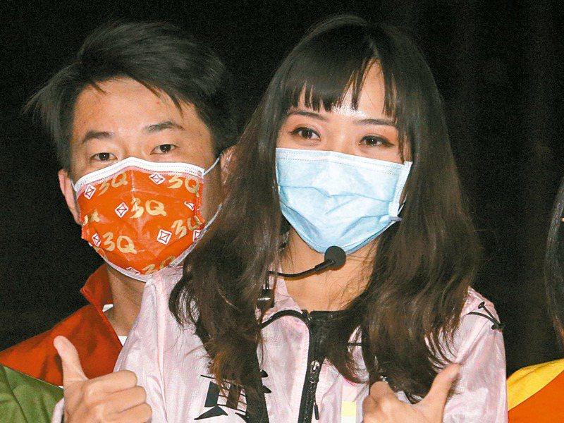 高雄市議員黃捷(右)罷免案未過關,藍營下一戰將鎖定罷免台灣基進立委陳柏惟(左)。記者劉學聖/攝影