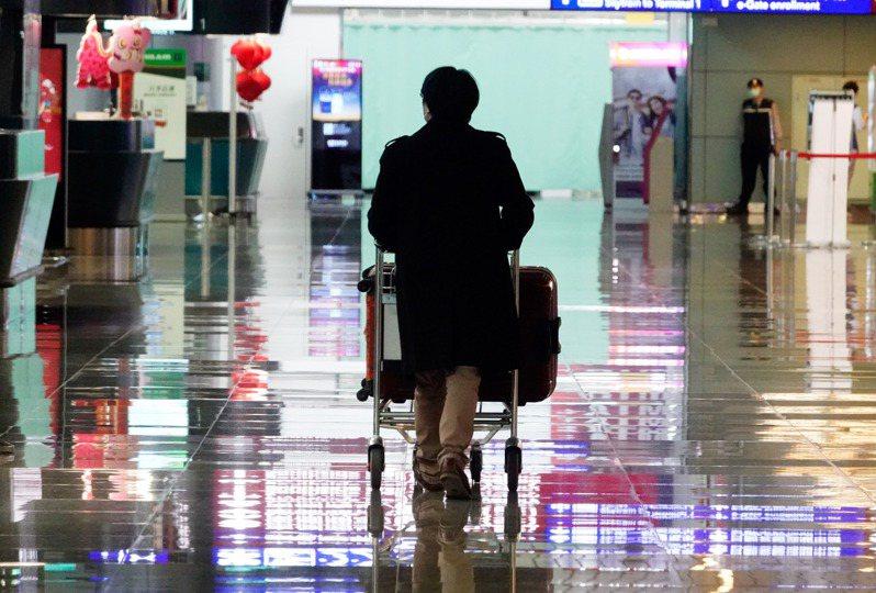 國人出境滿兩年,區公所宣告其戶籍遷出,一旦除戶,全民健保就要暫停。圖/聯合報系資料照片