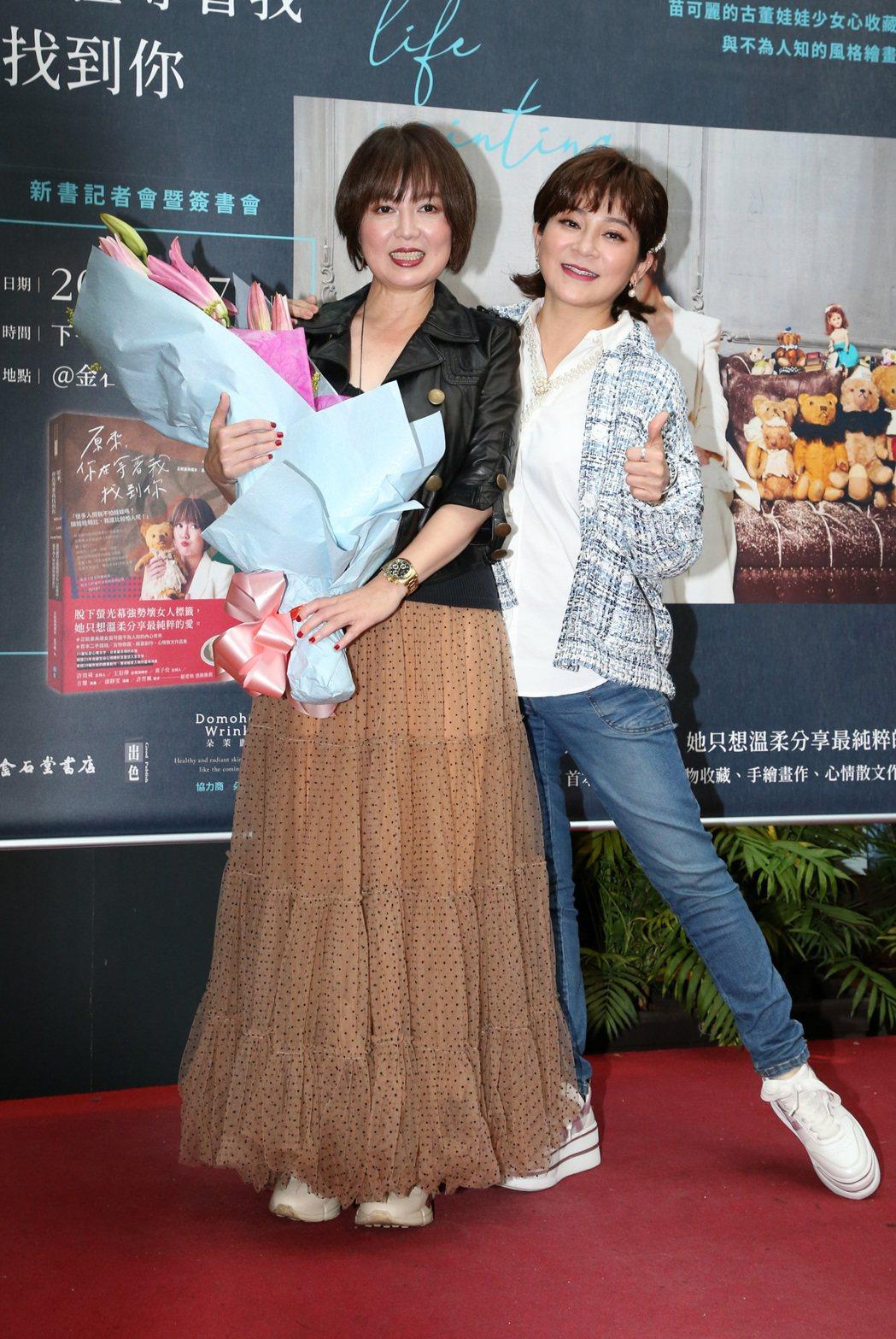 王彩樺(右)為苗可麗新書記者會站台。記者胡經周/攝影