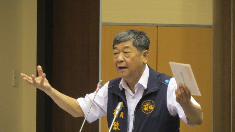 苗栗縣議員徐欽鴻生前於去年5月在議會為農友權益大聲疾呼,今天突然病逝,地方錯愕與不捨。圖/本報資料照片