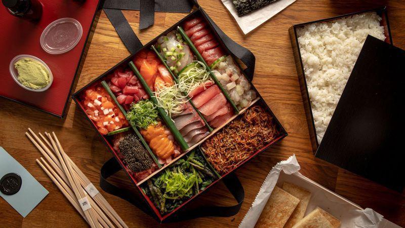 紐約Masa日本料理集團在疫情期間開始賣800美元(台幣2萬2400元)的夀司餐盒。圖/取自ny.eater.com