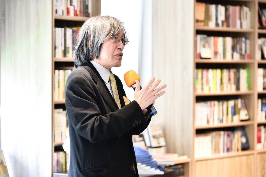 上善基金會董事長詹宏志在復業後的中央書局。圖/中央書局提供