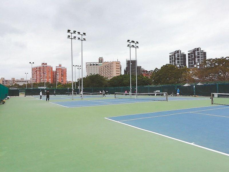 中正區河濱公園網球場供不應求,民眾要求增設4球場滿足運動需求。圖/北市體育局提供
