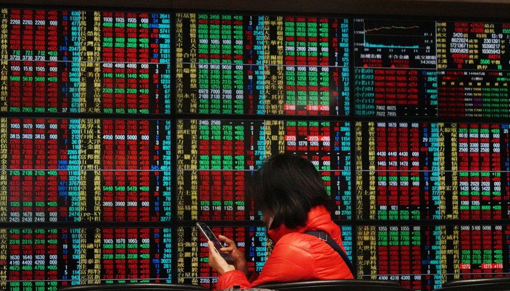 台股擁有企業獲利看俏、股利率冠亞股、科技股全球競爭力佳等三優勢,可望持續吸金。(...