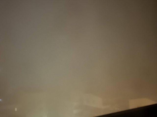 台南網友PO出空汙嚴重的照片,到了凌晨五點多房子幾乎看不到了。圖擷自PTT