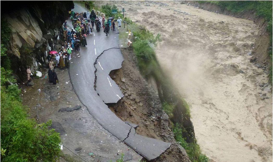 圖為2013年北印大洪水後,以北阿坎德邦為首的慘重災區。 圖/法新社