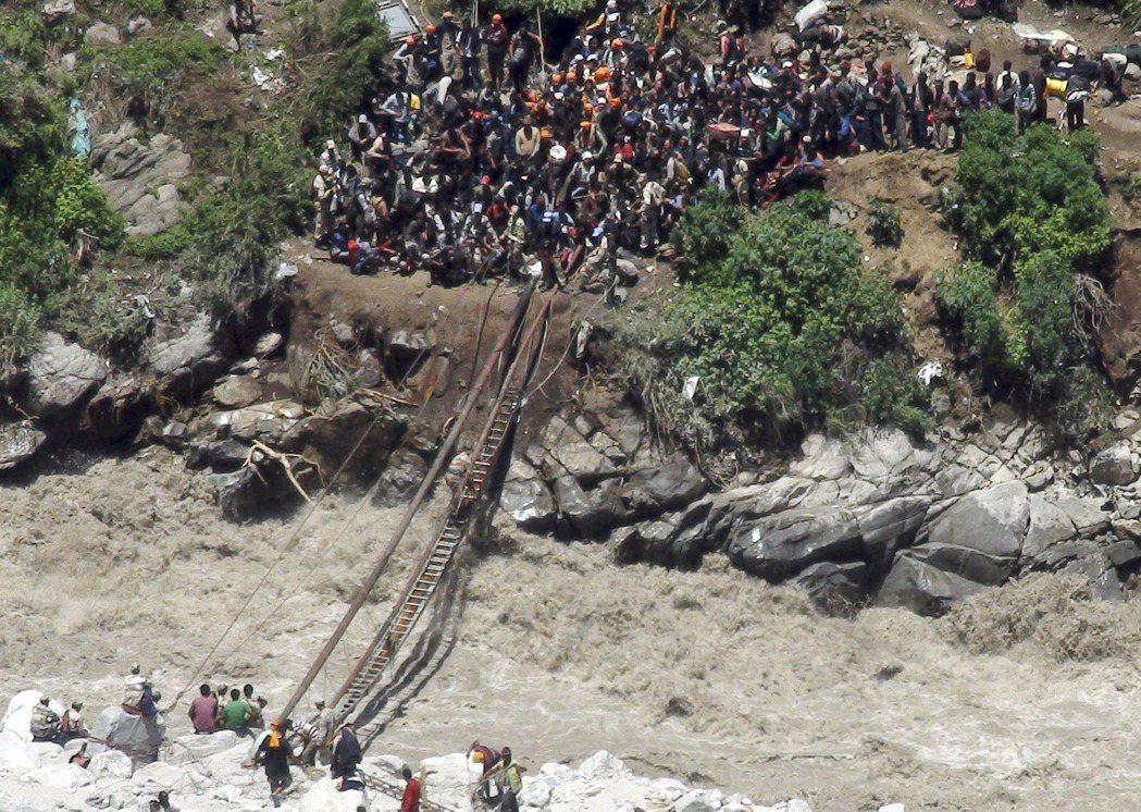 2013年北印大洪水後喚起了地方社團的「環保憤怒」,呼籲印度各級政府「適可而止」...