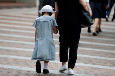 離異家庭的團圓難題:會不會面,不是「尊重孩子意願」就好