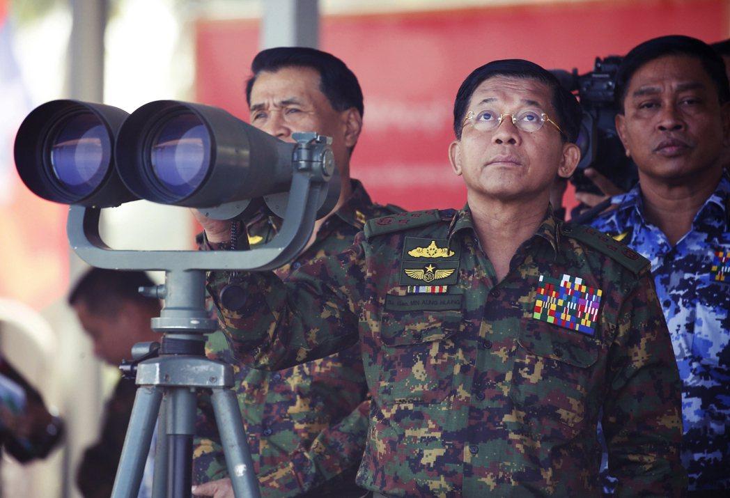 目前敏昂萊的地位相對鞏固,但如果敏昂萊無限期延長其總司令任期,只怕會促成軍隊內部...