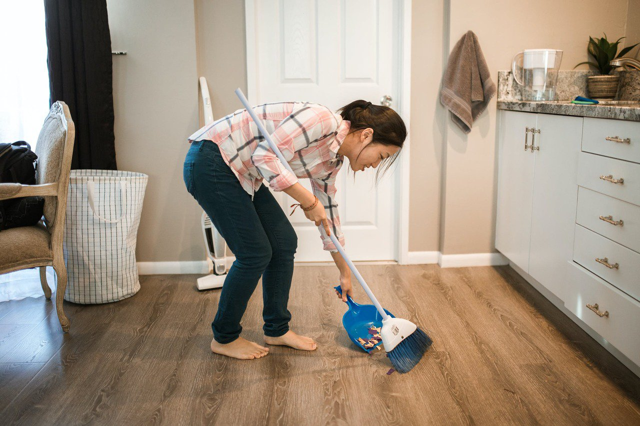 「大掃除」因活動量常比平時的清潔活動來得吃重,民眾常因過勞,導致身體各個部位的痠...