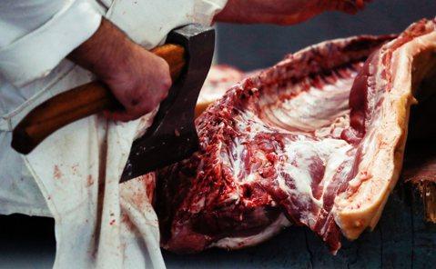 《獨裁者的主廚》(上):從伊拉克到赤柬...餵食暴君的黑暗手路菜