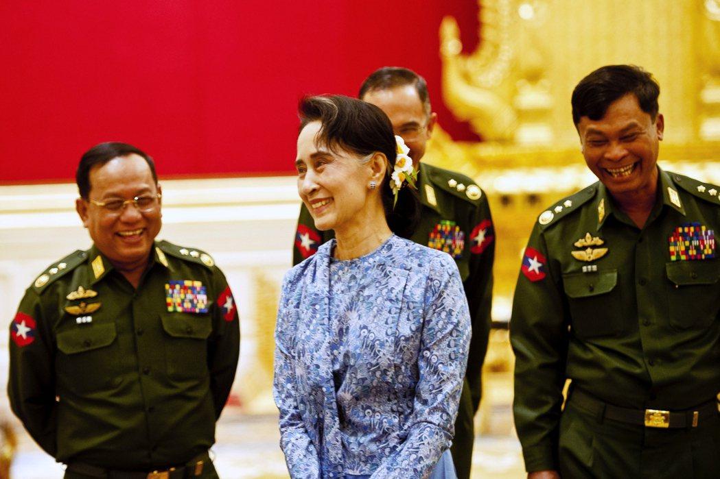 曾經批評「軍方資本主義」造成經濟社會不公的翁山蘇姬,在2016年執政以後,同樣沿...