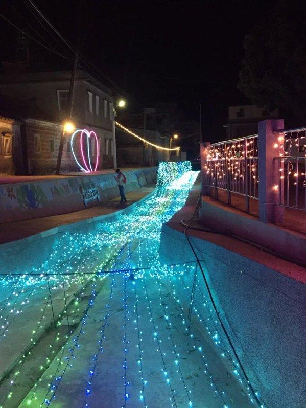 「放閃金寧」就愛小燈會活動,今年的燈區主題圍繞七夕情人節,希望帶給前來遊玩的遊客...