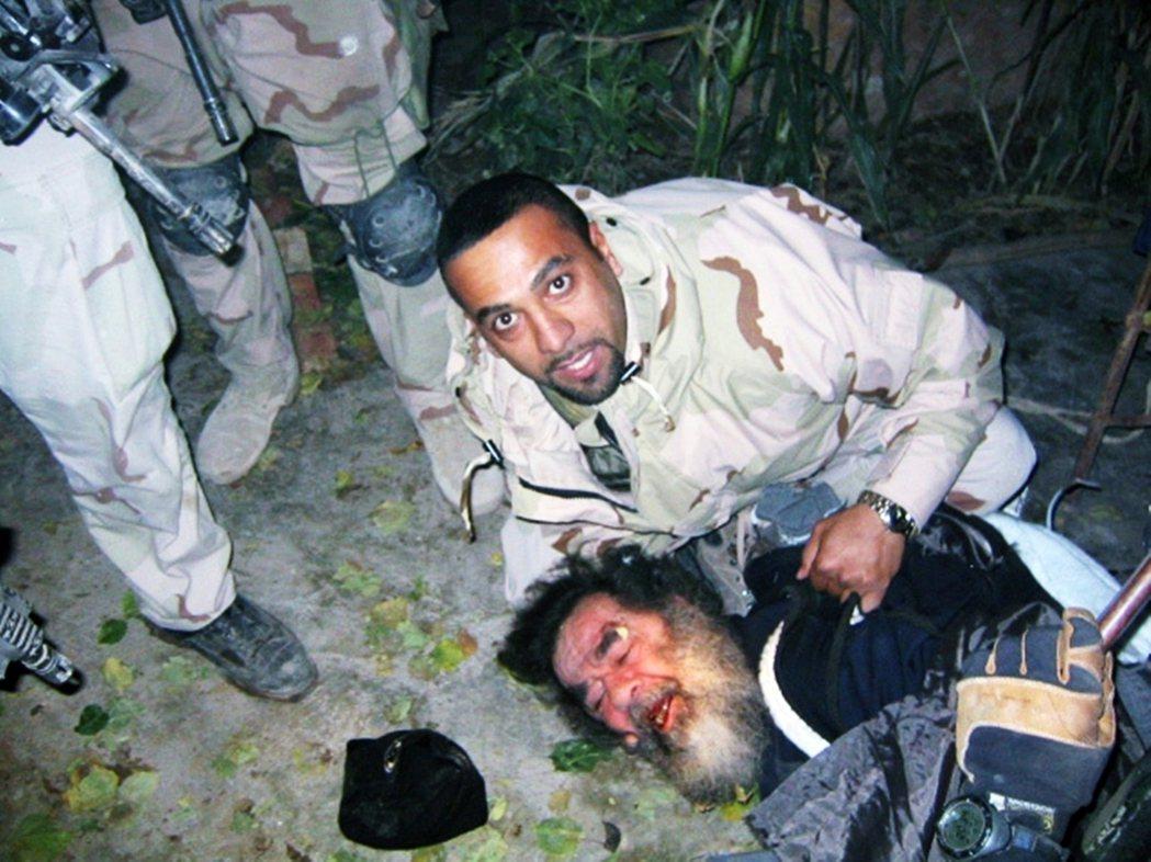 2003年12月13日,海珊在提克里特的鄉下地窖裡,被循線攻來的美軍重兵圍捕。 ...