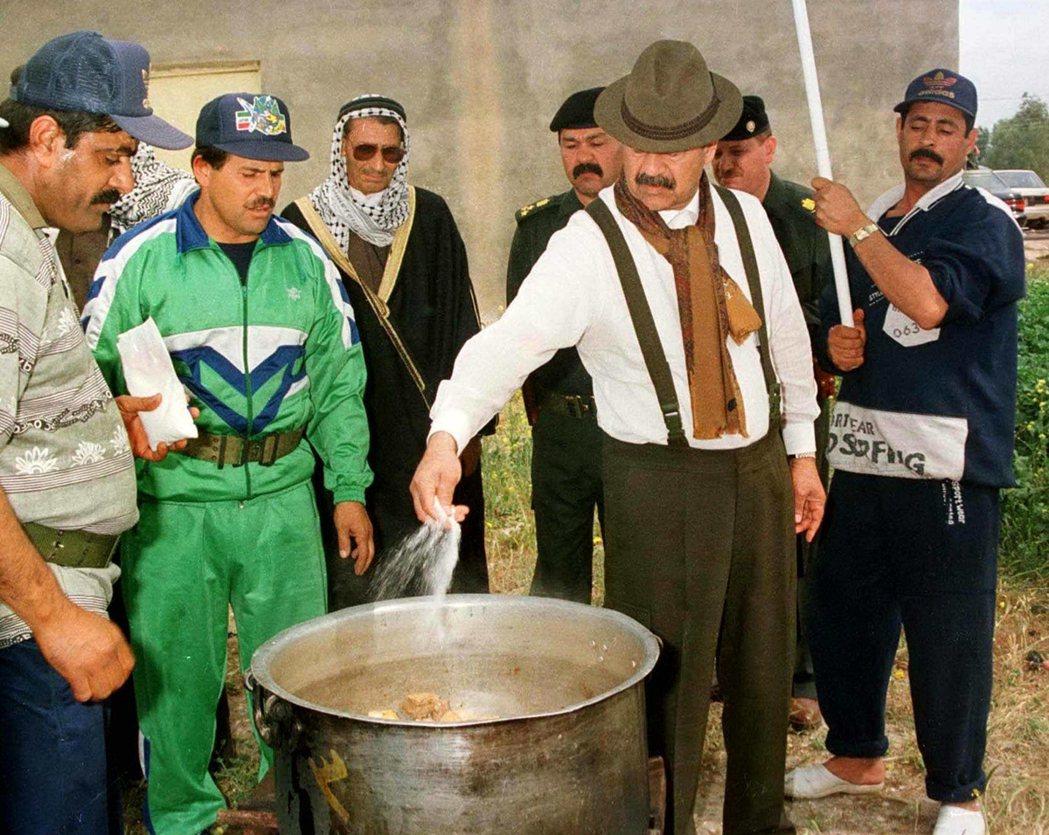 第一代的中東灑鹽哥。喜歡熱鬧的海珊,總愛心血來潮號召他那群「提克里特老鄉」前來狂...