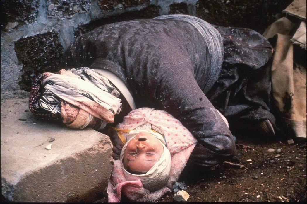 1988年3月16日傍晚的化武攻擊,在短短5小時內,無差別屠殺了哈拉布賈的5,0...