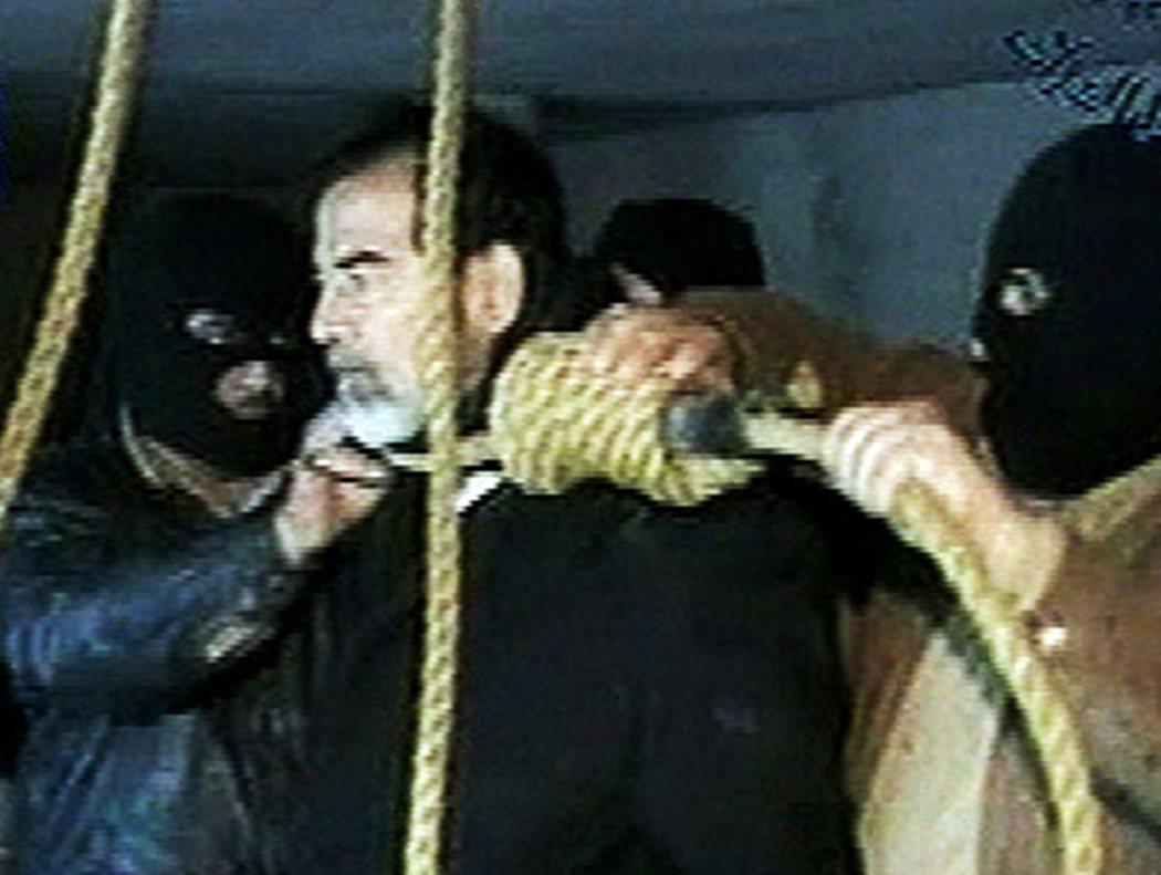2006年12月30日,伊拉克新政府判處死刑、下令以絞刑處決的一代獨裁者——海珊...