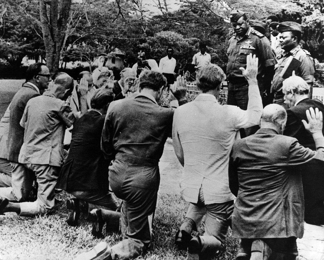 「有面子!黑人國家也能有最頂級的珍饈水準!」曾是白人殖民者鷹爪的阿敏,在奪權後反...