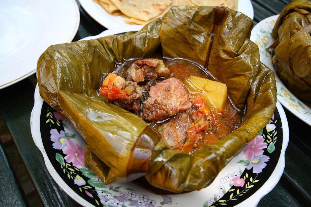 異國的流亡生活,卻也讓晚年的阿敏非常懷念「烏干達的家鄉菜」。因此每週出現在吉達國...