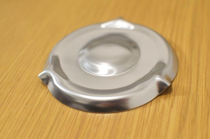 為了解決主婦的困擾,日本大創還推出防止煮麵時撲鍋的「KOKUKOKU君」。 圖片...