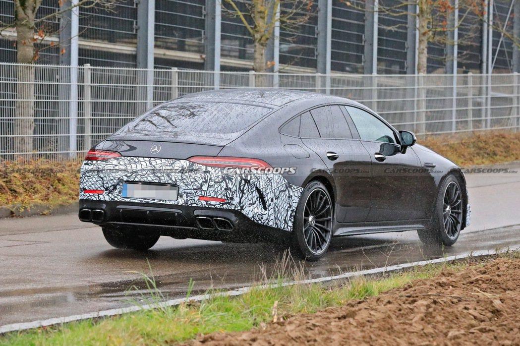 Mercedes-AMG GT 73 e的充電孔設置在右後尾燈下方。 摘自Car...