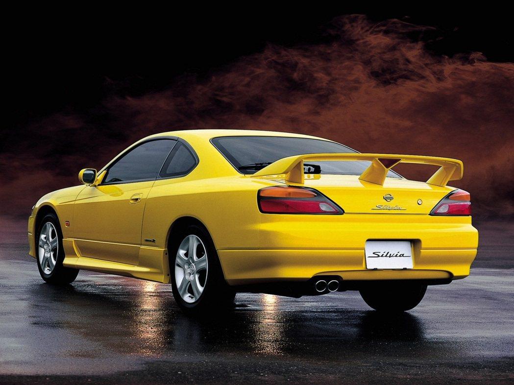 Nissan Silvia S15。 摘自Nissan