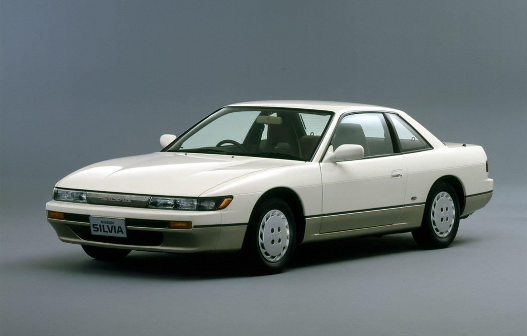 Nissan Silvia S13。 摘自Nissan