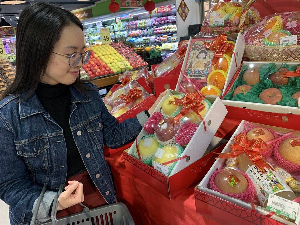 頂好超市推出客製化水果禮盒,讓消費者在全新的一年送上最貼心的祝福。業者/提供