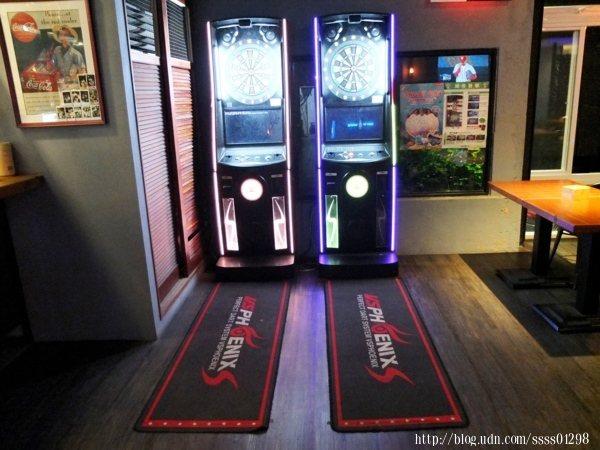 設置兩台飛鏢機讓來店用餐客人可以增添餐前或餐後的小娛樂。