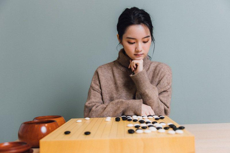 俞俐均自4歲起便著迷於圍棋的世界,更立下志向要成為職業選手,至今已參加過無數比賽。 (攝影/林冠良)