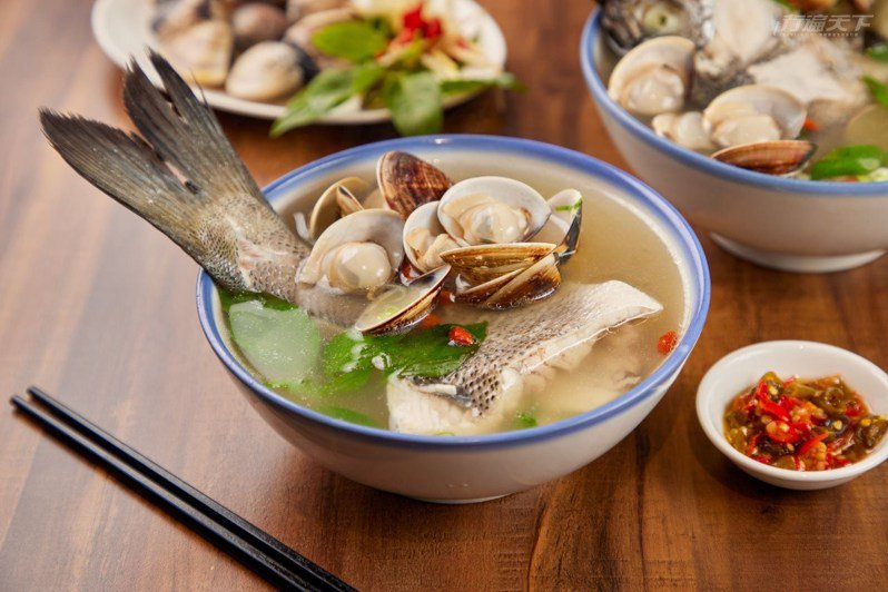 超人鱸魚湯湯頭鮮甜、魚肉鮮嫩,還有滿滿的蛤蜊,讓人難忘它的美味!