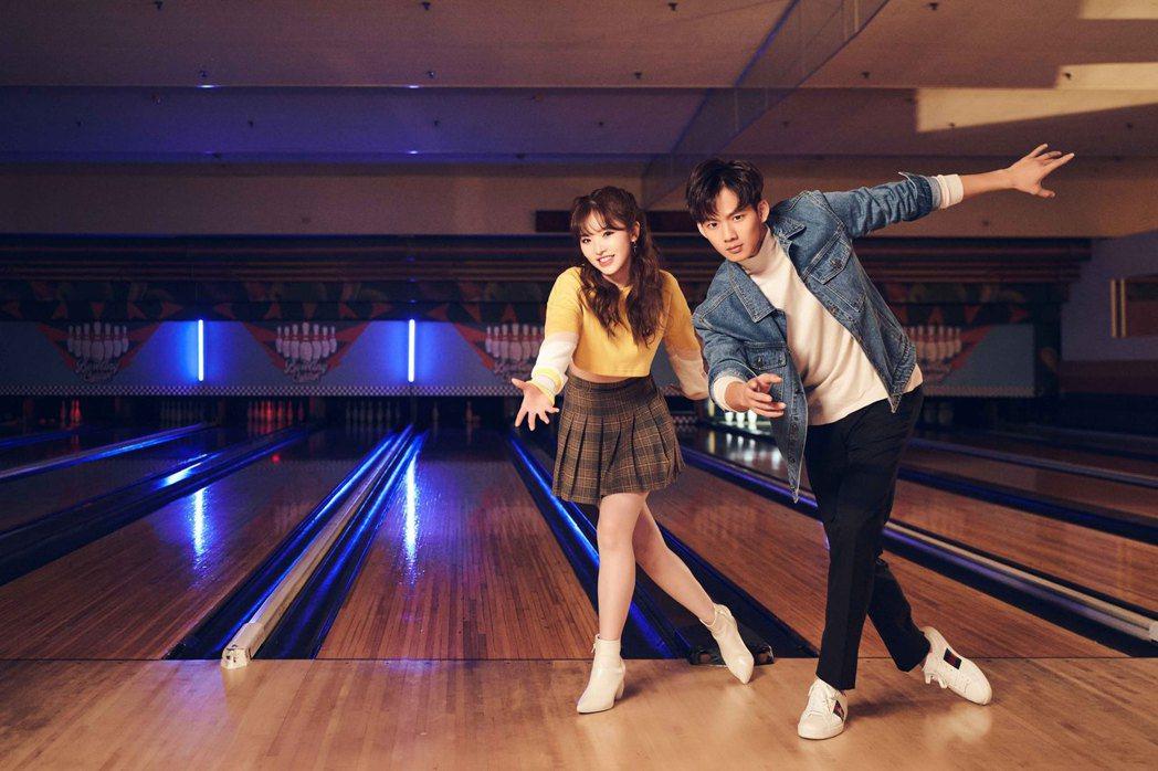 王欣晨(左)邀來吳念軒擔任新歌「小心機」MV男主角。圖/歆動音樂提供