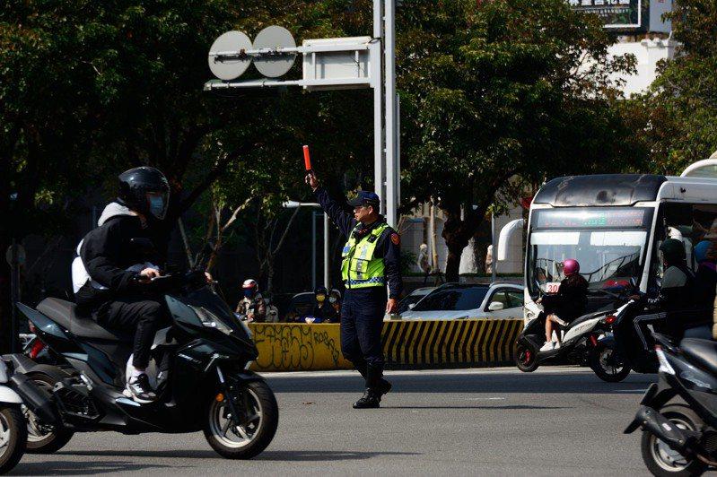 農曆春節將至,台中市警局規劃一系列交通管制措施,確保遊客在連假期間能順暢通行。圖/台中市警局提供