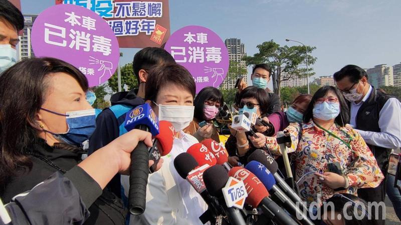 中部紅害,台中市長盧秀燕上午指出,已要求境內的前30大重大汙染源降載,同時也加強稽查焚燒作業。記者黃寅/攝影