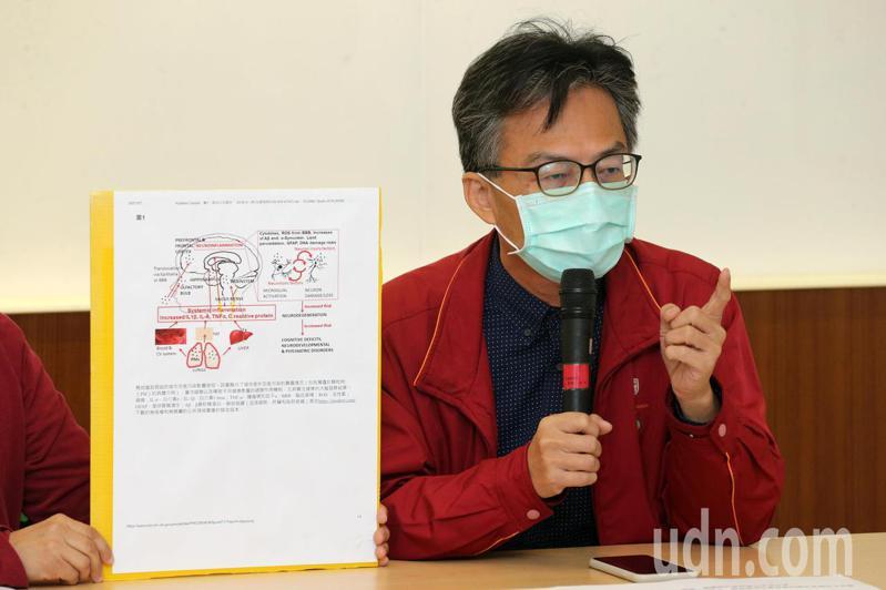 反萊豬醫師蘇偉碩要求經濟部應關閉台電公司所有燃煤機組,並關閉中鋼一個機組以減少空汙。記者胡經周/攝影